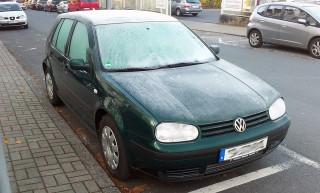 Auto im Winter zugefroren Eis kalt